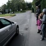 Grundschüler-Schulweg-Aussteige-Haltestelle